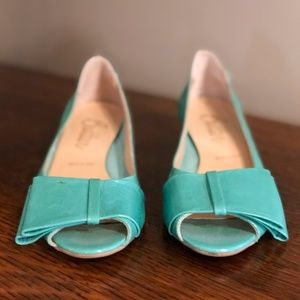 Butter size 6.5 turquoise wedges